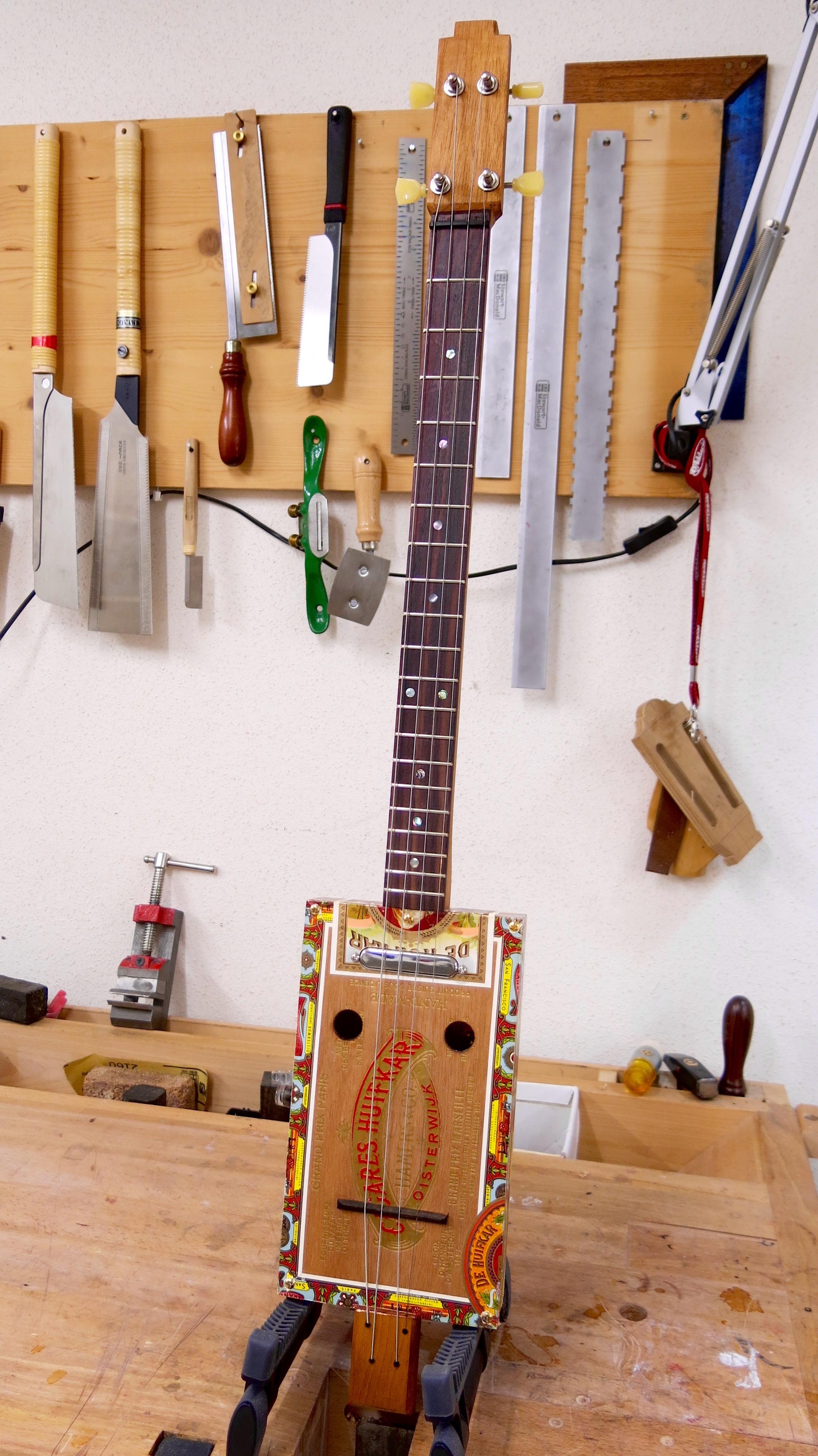 Cigar Box Guitar – 4 Cordes Huifkar