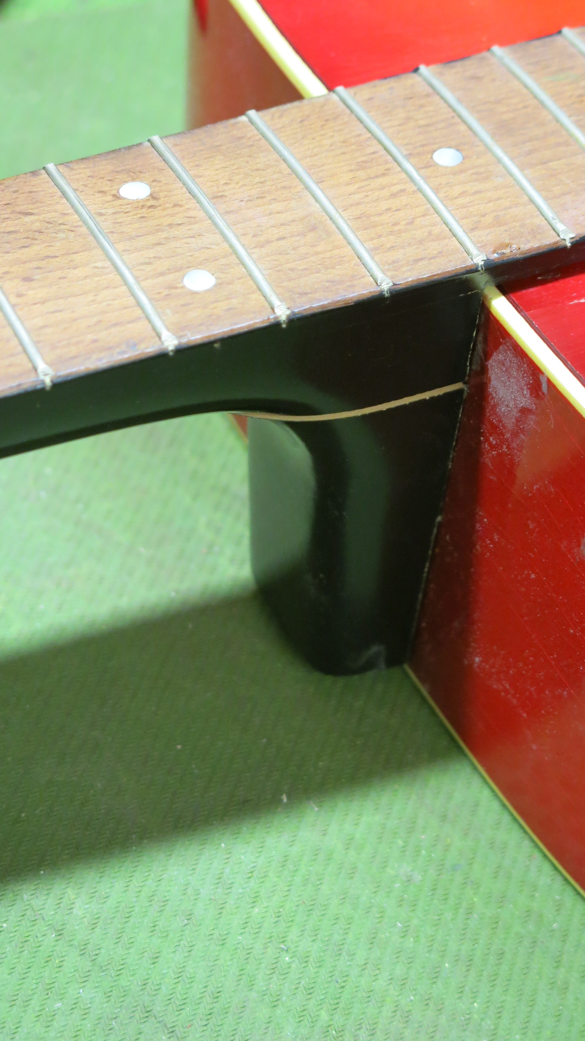 Restauration guitare folk