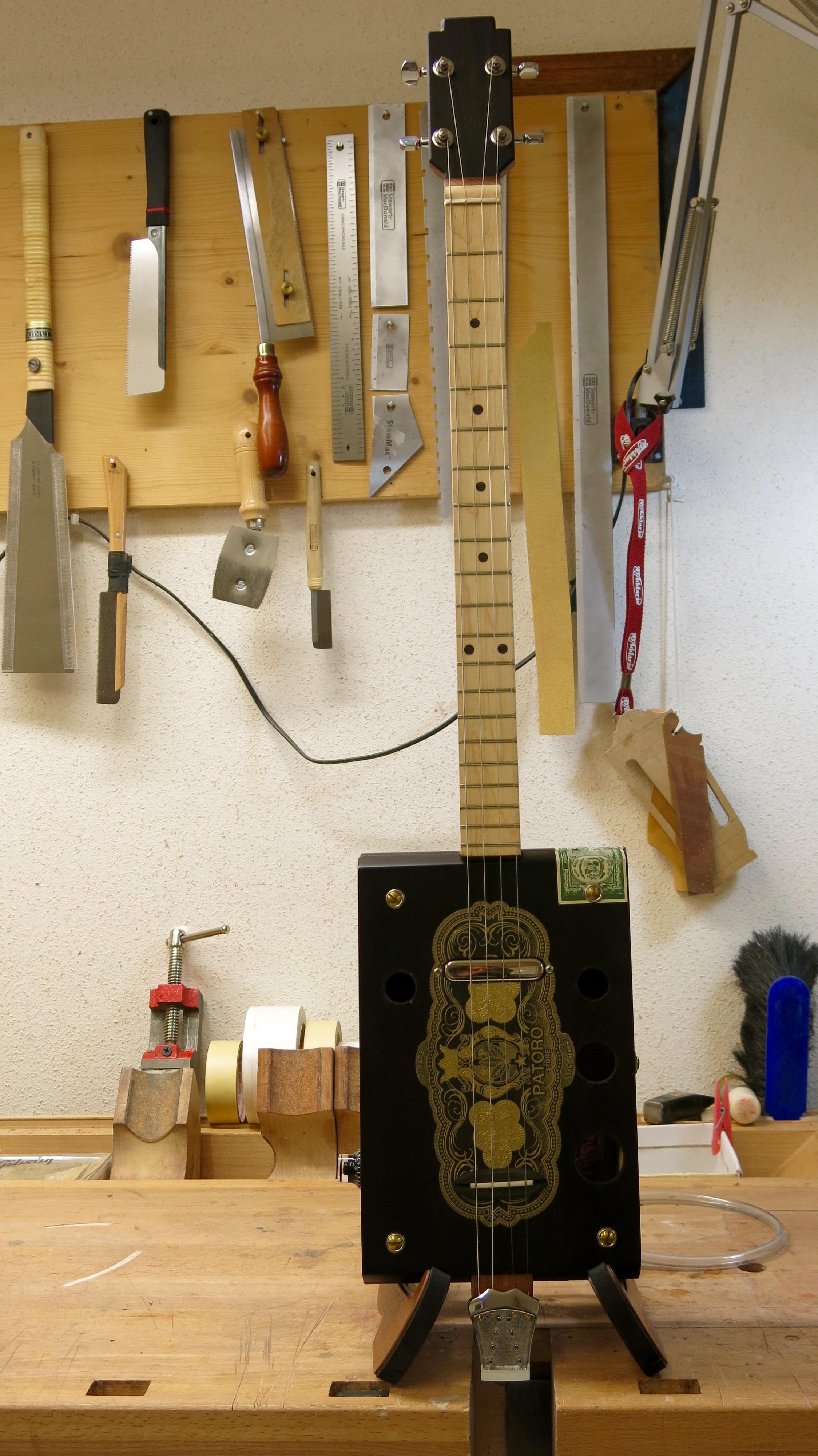 Cigar Box Guitar – 4 Cordes Patoro